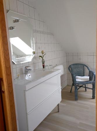 Hotel Zum Maerchenwald: Cozy vanity