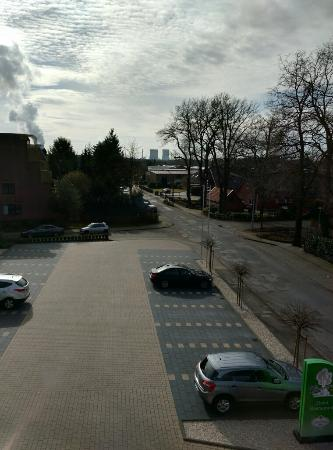Hotel Zum Maerchenwald: View from the room overlooking the parking lot