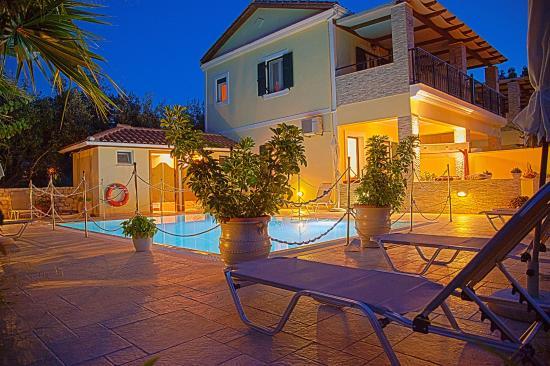 Azalea Apartments: Pool