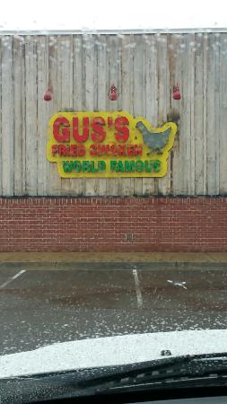 Gus's World Famous Fried Chicken Southaven: Rainy day at Gus's it was worth getting out in the rain