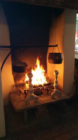 Country Hearth Bed and Breakfast: Fire at Breakfast - delightful!