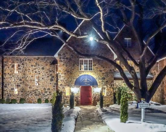 The Manor House Restaurant at Night - Picture of Poplar
