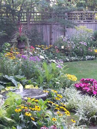 Ivy Tree Inn and Garden : Garden Fountain