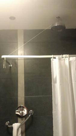Athlone Springs Hotel: Shower.