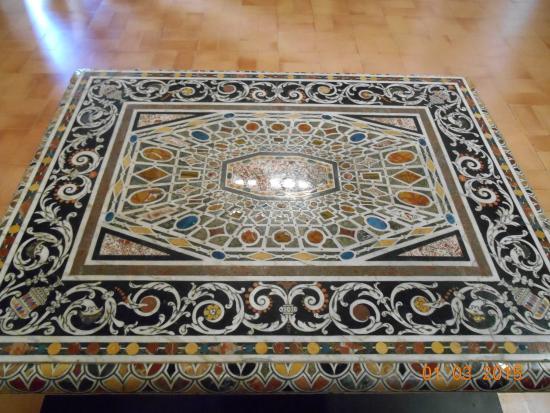 Tavoli Di Marmo Intarsiati : Pano di un tavolo depoca in marmo intarsiato stile barocco