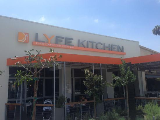 LYFE Kitchen, Culver City: outside