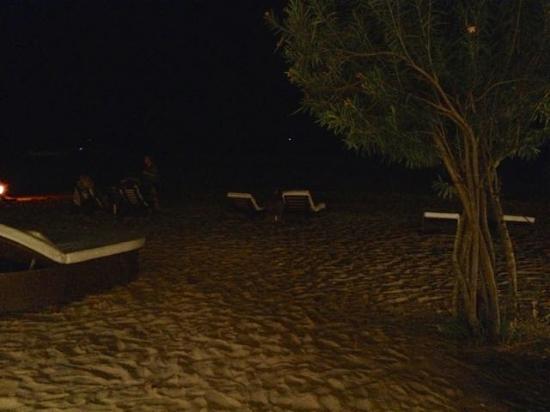Casa de Areia: Vista da praia à noite a partir da varanda do quarto