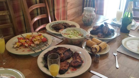Lodges on Loch Ness: Lovely food done on the bbq which is on the decking near the hot tub!