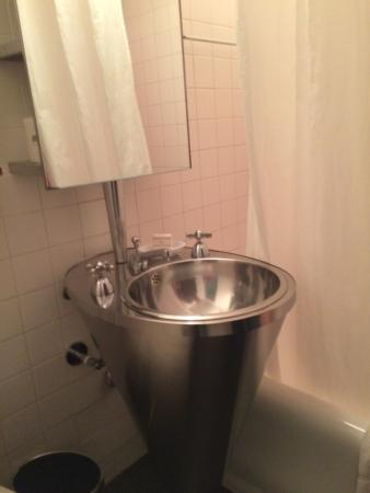 Bathroom picture of paramount hotel times square new for Bathroom york