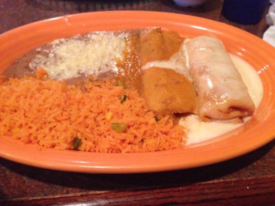 Cancun Mexican Restaurant: Chimichanga, tamal combination