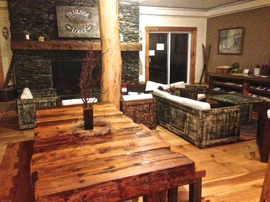 The Trailside Inn: Warm common room