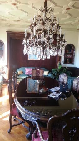 Casa Con Estilo Balmes: Salle à manger, son lustre et sa table