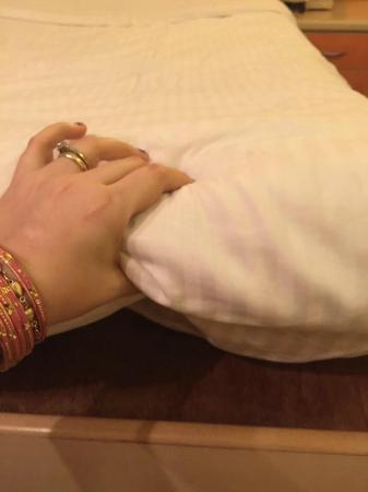 Sea Palace Hotel: mattress thickness 2 fingers