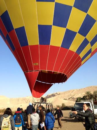 Boomerang Hotel : Hot air balloon ride over the nile.