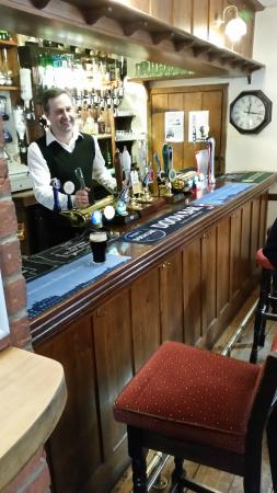 White Horse Chedgrave: Simon behind the bar at The White Horse, Chedgrave