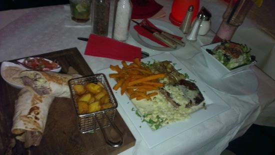 ALCATRAZ: Rechts das Steak mit Palmito-Sauce...lecker!