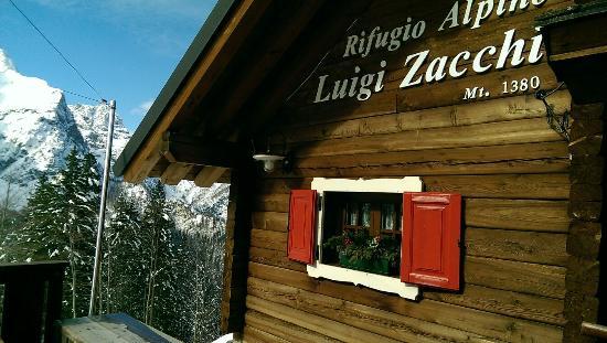 Rifugio Alpino Luigi Zacchi: Sosta al Zacchi dopo una bella ciaspolata