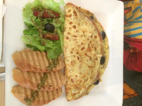 Mocca Coffee: Chicken and Mushroom Omlette