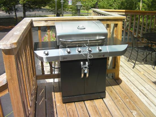 The Trails Inn : BBQ Grill at the Patio