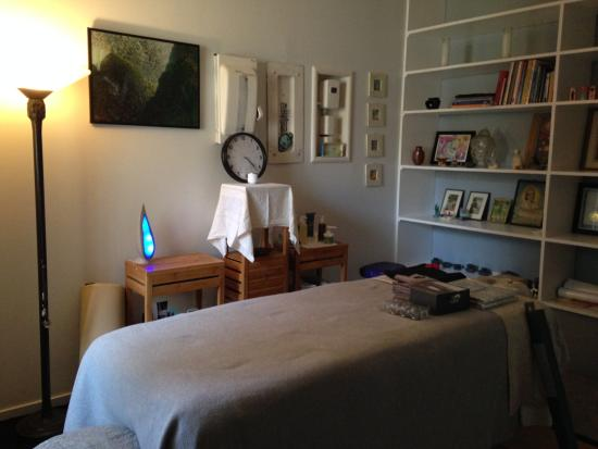 Paso Robles, Kaliforniya: My cozy and relaxing massage room.