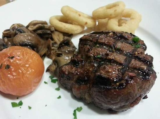 Jamieson's Steakhouse: Immense Fillet Steak
