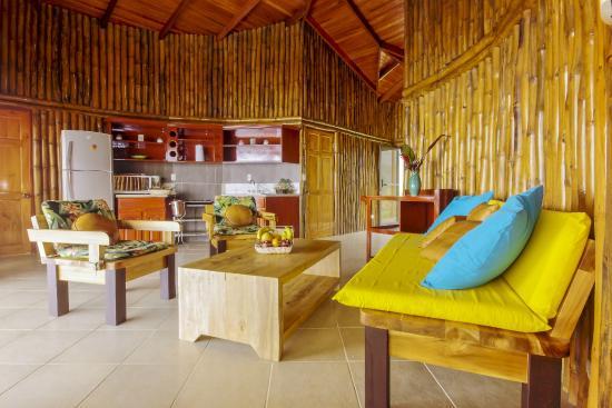 GreenLagoon Wellbeing Resort: Living room, Villa with Pool