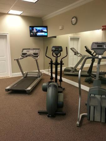 BEST WESTERN Old Colony Inn: Fitness room - one other piece of equipment on the other side