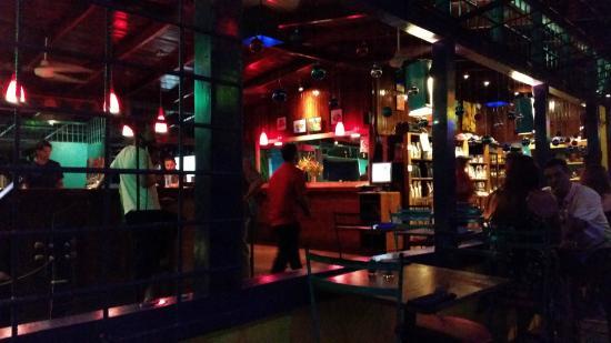 El Patio De Cafe Milagro   Manuel Antonio: Vue Sur La Bar Et La Boutique