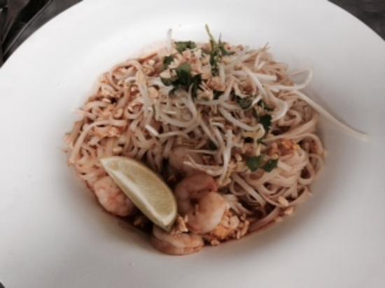 The Naked Noodle: Pad Thai with Shrimp