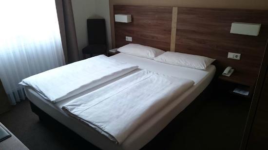 Hotel Adler: Bett