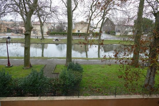 Hotel du Canal: Vue côté canal