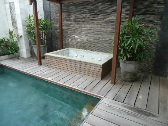 Pradha Villas: Private spa