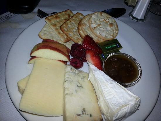 Garndolbenmaen, UK: Well done for offering an alternative to sugary desserts.  Excellent cheese selection