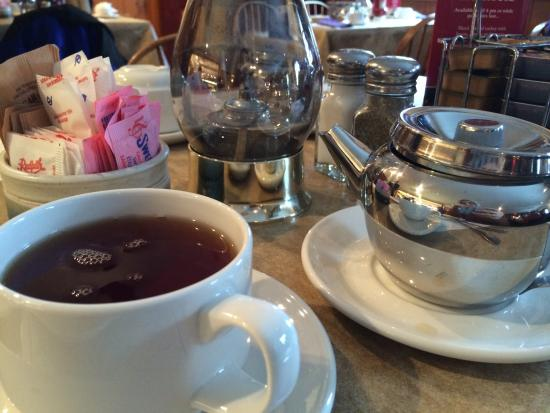 Stone Crock : Having tea
