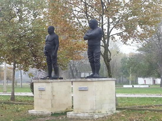 Edirne, Turquía: Adalı Halil ve Ahmet taş (altın kemer sahipleri)