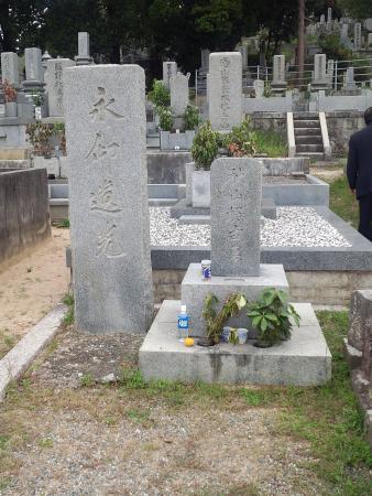Akiyama Yoshifuru Tomb