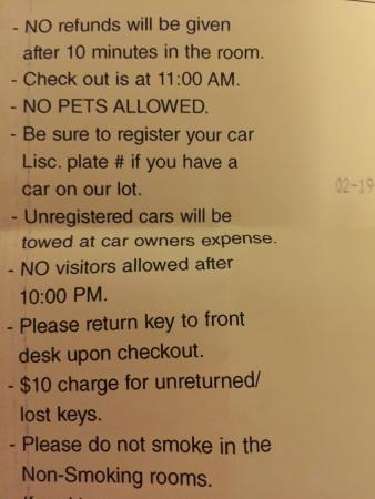SeaTac Crest Motor Inn: Room rented by hour???