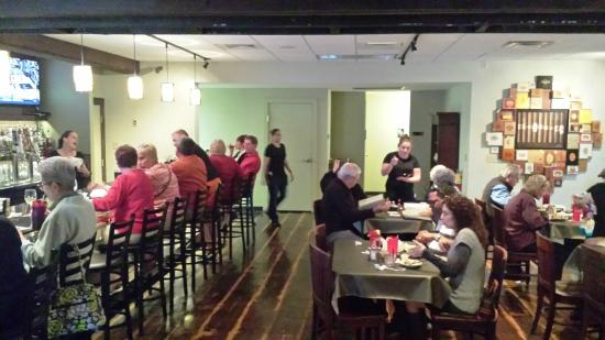 Ruskin, FL: The new restaurant location is open and well appointed!