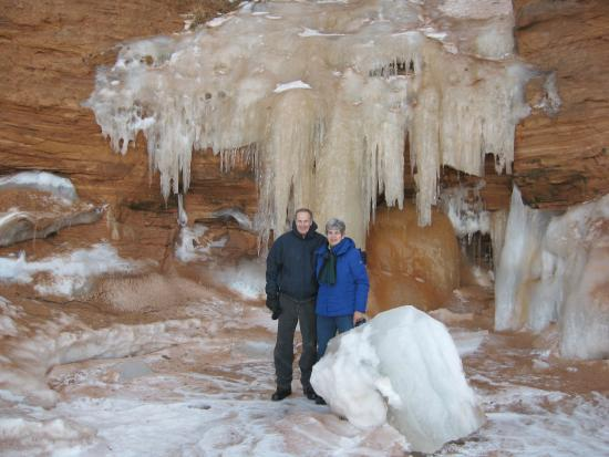 Apostle Islands National Lakeshore : Awesome ice cave