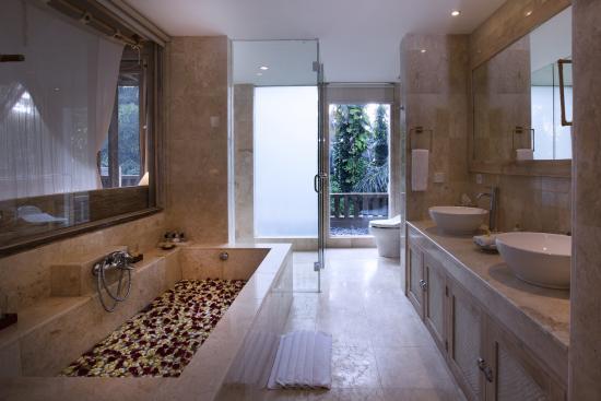 Wapa di Ume Resort and Spa  Bath Room di Ume SUite overlooking Rainforest. Di Ume Suite overlooking Rice Fields   Picture of Wapa di Ume