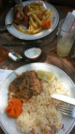 Hosteria Millahue: Almuerzo costillar con papas fritas y salmón al horno con arroz