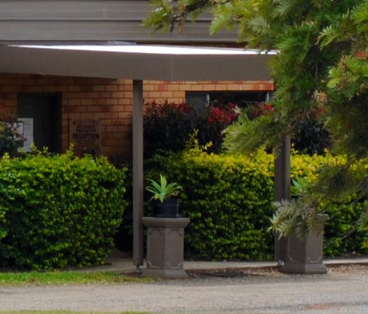 Hilldrop Motor Inn : View of Entry to Reception
