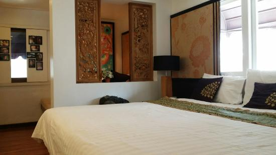 Baipho Boutique Residence Phuket : The biggest bed I've ever slept in!