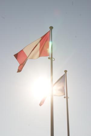 Colin McGarry Private normandy tour guide: bandiere al tramonto
