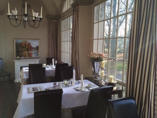 Schloss Kartzow: breakfast room with nice park view