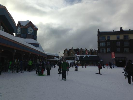 Inn at Big White: Big White village a 2 min walk away