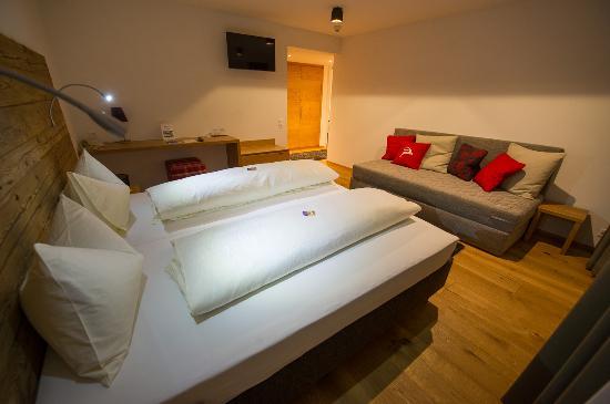 Berghotel Tgantieni: Zimmer mit Zusatzbett