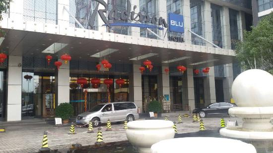 Radisson Blu Hotel Liuzhou : Main Entrance