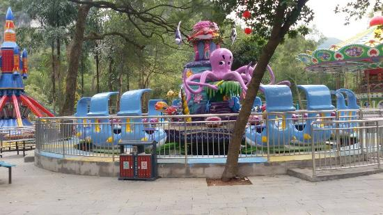 Dalongtan Scenic Resort: A little amusement park to keep the children happy