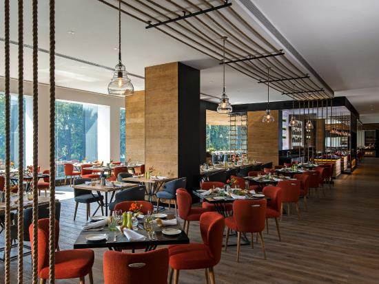 Shangri La S Eros Hotel Tamra Restaurant